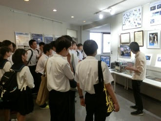 在学生による宇宙や衛星についての説明