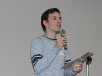 司会を務めるポーランドの留学生